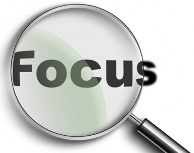 magnifying glass focusing on the word focus